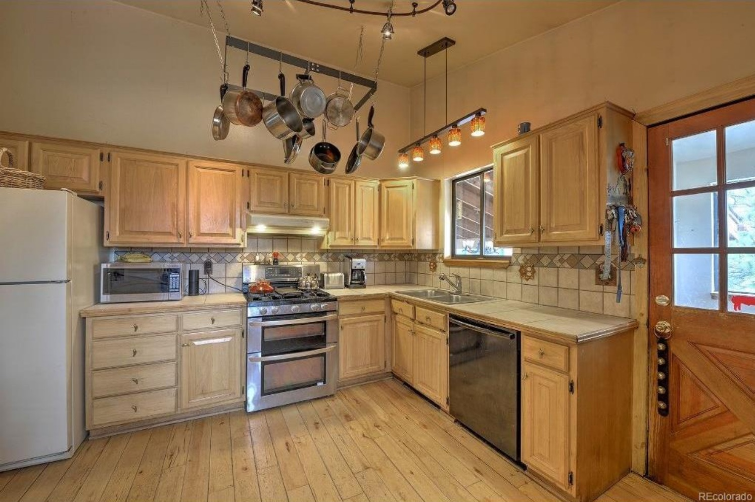 13262 South Wasatch Pine kitchen